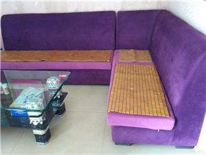 出售9成新沙发1套(长2米3),9成新茶几1张(长1米3,宽70厘米)