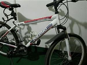 原价两千多元买的山地车,现便宜出售,铝合金轮毂,车况良好。骑行或健身的朋友可收购了!