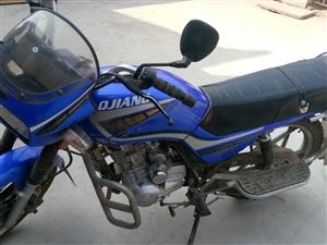 09年钱江125摩托,劲大,骑着挺舒服的跑起来也稳的很,九成新。跑了九千公里,一直在家闲着,啥都是原...
