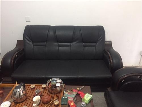 沙發茶幾加辦公座椅電腦全套2500。需要的老板歡迎來電18259953253。