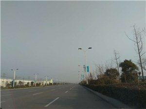 路灯问题,早上八点多,睢县中心大街某处路灯还亮着