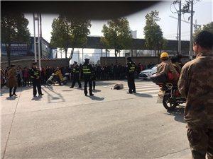 江北西城阁有一人晕倒在十字路口