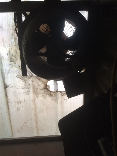出售正在使用中的圆形鼓风机,300左右买的15931988971