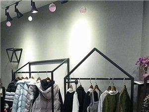 新开的服装店,因有事不能经营,里面家具,电器,收银台等都低价出售,有意请联系,所有东西都很新,新,新...