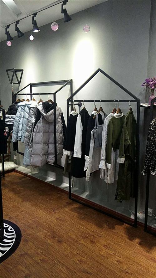 新開的服裝店,因有事不能經營,里面家具,電器,收銀臺等都低價出售,有意請聯系,所有東西都很新,新,新...
