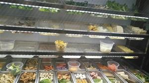 银挣保鲜柜麻辣烫饭店用2.5米,双铜管,两个电机,九五新,用了三个月。
