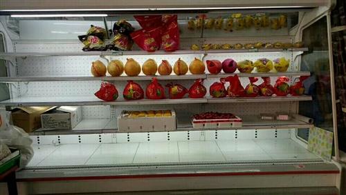 各位亲们!本店有一台水果保鲜展示柜出售,8成新,高2米,长3米,如有需要者与我联系 联系电话 18...