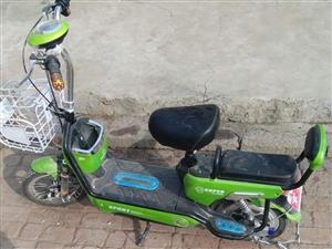 卖一台电动车,九成新的,没怎样骑。买时花1300元。