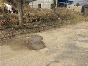 彭店�l至新城�公路上全是地雷