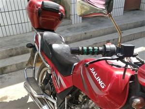 本人有一辆嘉陵摩托车,八九成新,手续齐全,无事故,现想出售,价格面议。