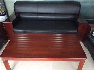 我公司有办公家具一批低价出售,有意者联系王经理。