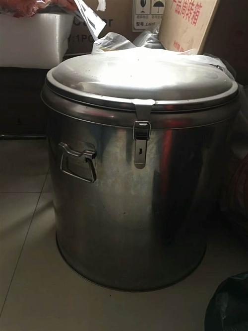 【出售】:豆浆机、保温桶、1.6米的冷藏展示柜、立式展示柜、脱毛机、3000的孵化机(孵小鸡机)等配...