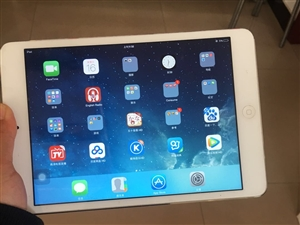 出售15年购买iPad一台,八成新,售价1500,有意者和我联系,微信:xiaoqiusweety