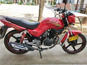 出售钱江125摩托,七八成新,手续齐全,一直是自己上下班骑,保证无任何事故,诚心需要的,请致电:18...