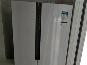 本人有一全新海尔冰箱出售,双开门,大气!价格面议。
