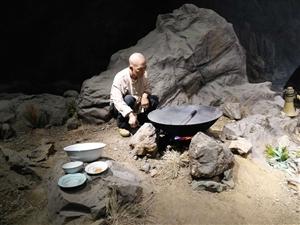 三块石头一口锅,帐篷搭在山窝窝。