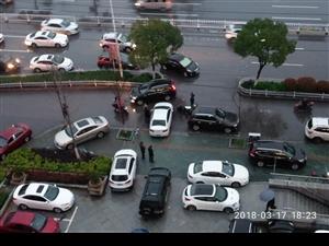 车辆乱停乱放为那般!