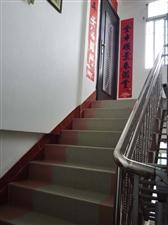 东风小学附近,南苑四栋(老镜厂)一梯一户七楼小复式,有汽车库。