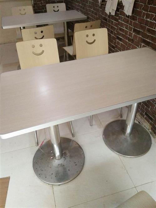 买来一套300多现在店面到期不开了120便宜转卖质量好桌椅完好一共4套
