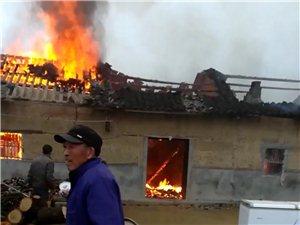 资丘镇曲溪一村民房屋失火,所有家当全部烧毁。