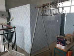 冷库出售长4米宽2米高2米。没怎么用,当初建的时候花了1.4万左右。现在一半就卖了。只卖几天。温度0...