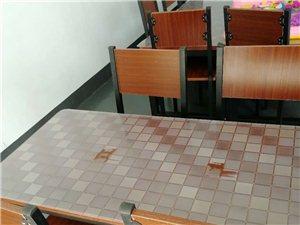 因无暇照顾店面,店铺整体转让,处理桌椅一批,一桌配四椅为一套,350元/套,可单套买,可全收!质量杠...