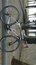 去外地工作,把自己的自行车便宜卖了。买的时候是两千多。现在急出售。可小刀。