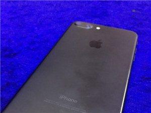 出个充新苹果7plus,3000不议价,还在保,好东西   32G    全套配件