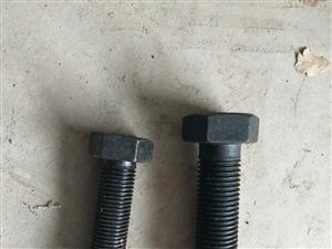 本人有一批高强螺栓,规格:M22×80及M27×80。全丝。有意者联系,非诚勿扰。谢谢