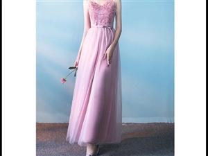 礼服裙/伴娘服裙。粉色,长款纱裙,现有C款吊带款,S/M各一条,M码为全新,S码穿过几小时。 B款...