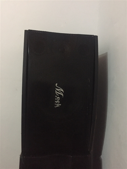 因升級,出售Ktv點歌機一套,內置五萬多首歌曲,有點歌機一個,顯示屏一個,卡包音箱四個,一起一千六百...