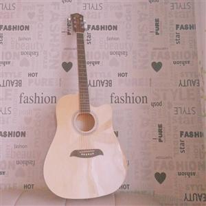专业吉他,完好无损,音质,木材都很好。有意者联系。
