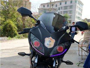 本人有一辆宝雕牌地平线摩托机车 2017.7.19买的 21号挂的牌 至今半年左右  买来时8500...