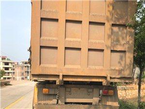宁嘉公路拖挂车运输车辆严重超限超载行驶,行为泛滥台恶劣了!影响了路上行走的行人和过往车辆其带来公共危