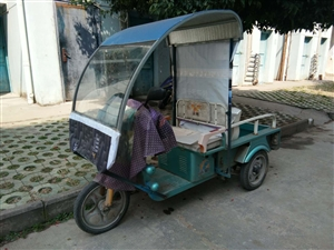 三轮电瓶车一辆,买来时2800元,现低价出售,非诚勿拢。
