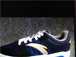 安踏運動鞋