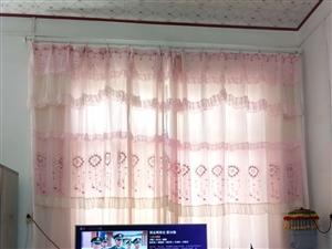 出售九成新窗帘两边开,2副大粉色大窗帘,2017年买的新的,现在结婚要换掉,买时550,现低价出售,...