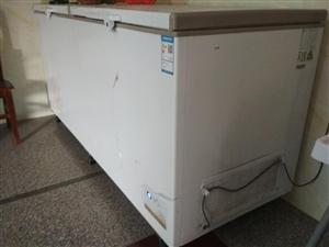 大型品牌冰柜,智能控温。2017年6月份买的。只用了半年。乐平做卤菜效益不好,运到外地也不方便。现便...