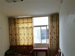 公园里对面3室1厅1卫800元/月