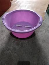 店内有70多个新的塑料的足浴盆,低价处理。