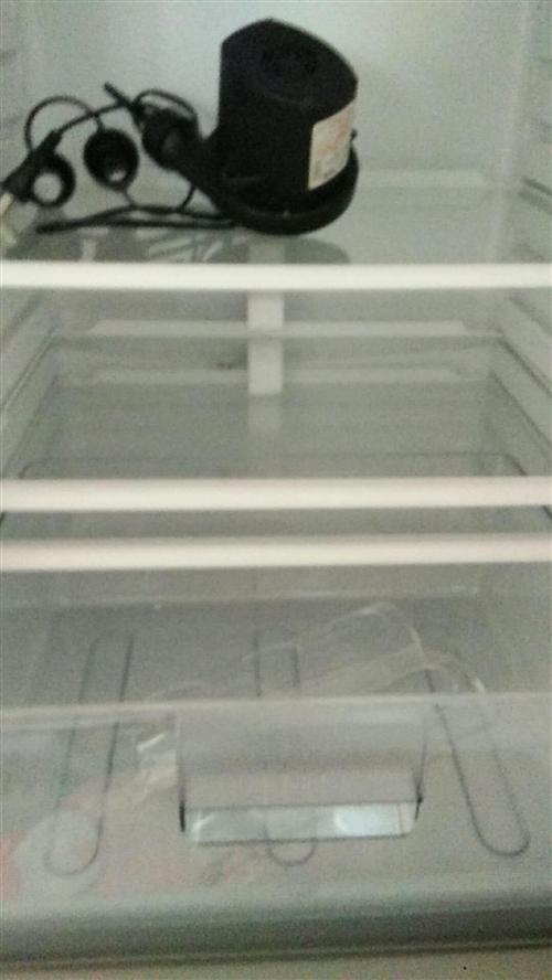 个人的冰箱,因家里开农家院使用大冰箱所以这个一直没用过,想出手,两开门的全新的,有想要的联系我
