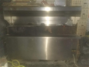 本人出售无油烟烧烤机1台/长度1.8米/2017年5月购买单价6800元/现九成新低价出售