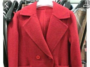 各种季节的衣服都有,品牌女装,有喜欢的加微信18906356741