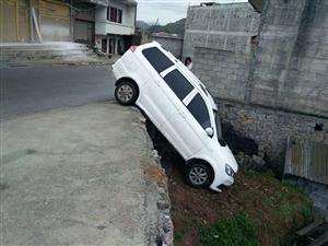 镇雄牛司机,请问这种停车你是如何做到的。