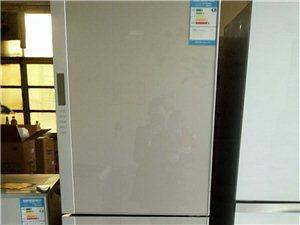 还剩两台样品机,一台全新五开门冰箱,价格绝对最低价,要的速度联系15106840682