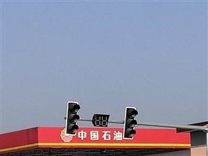 环山路主干道汤峪洪寨十字信号灯坏,导致刹车频频安全隐患十足无人处理