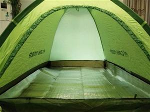 正品全新骆驼品牌户外双人帐篷,顶部和人进口有透气防蚊纱,带防风绳和地钉,价格110不刀。交易地点:绿...