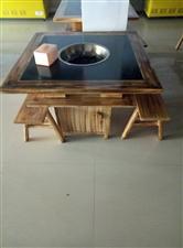 大理石火锅桌子500元一张,板凳50元一根
