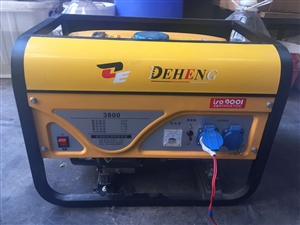 品牌发电机(德恒)九成新出售,3000W+汽油机,识货的看看,当面验货交易,出售价900元。