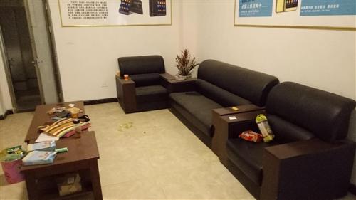 九成新/办公家具:沙发,茶几,柜台,办公桌,办公椅,基本没用过。
